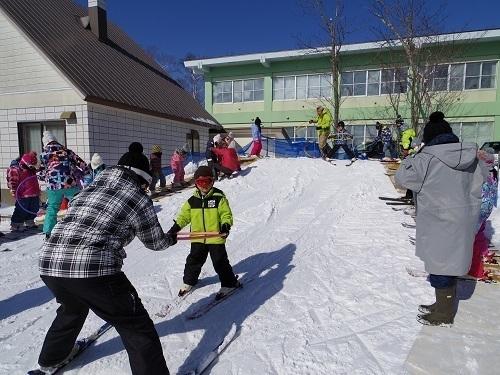 園庭 スキー 滑り.jpg