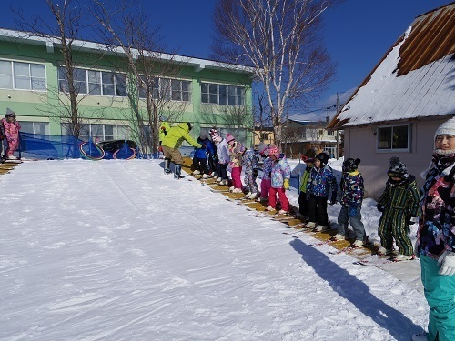 園庭 スキー 登り.jpg
