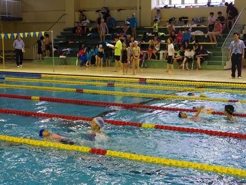 男の子 背泳ぎ.jpg